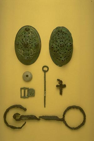 Postcard of Grave goods.