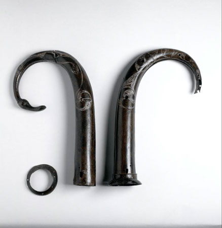 Postcard of Horns of bronze.